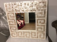 Beautiful statement mirror Toronto, M5B 1E5