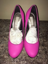 pair of pink leather pointed-toe heeled shoes Inkster, 48141