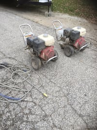 Honda 390 GX powers washers excellent working cond ask $250 each  Windsor, N8N 1M1