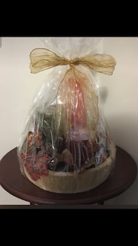 Gift basket with 3 candles Vaughan, L4H 3R4