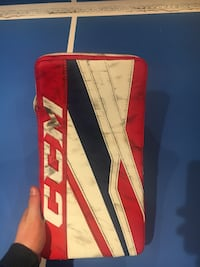 Ccm eflex 3.9 blocker. Used for half a season and still in good condition  Vaughan, L4J 0C4