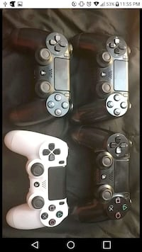 4 Ps4 controllers