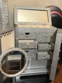 Glamorous jewelry box and makeup mirror  Portsmouth, 23704