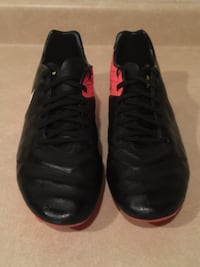 Men's Size 10.5 Nike Tiempo Outdoor Soccer Cleats London