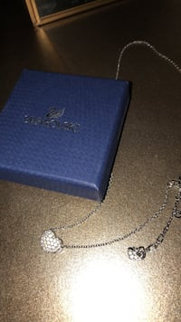 Reversible Swarovski heart shaped necklace Toronto, M3H 2M2