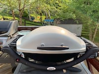 Weber Q 2000 with side shelves barely used Hampstead, 21074