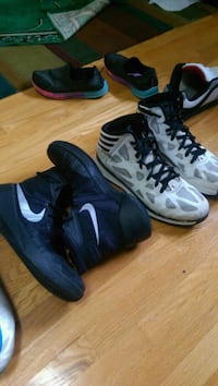 pair of black-and-white Nike basketball shoes Hamilton, L8G 4X5