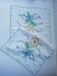 Embroidered Linen Table Runner, vintage, excellent condition, delicate Airdrie, T4B 0E4