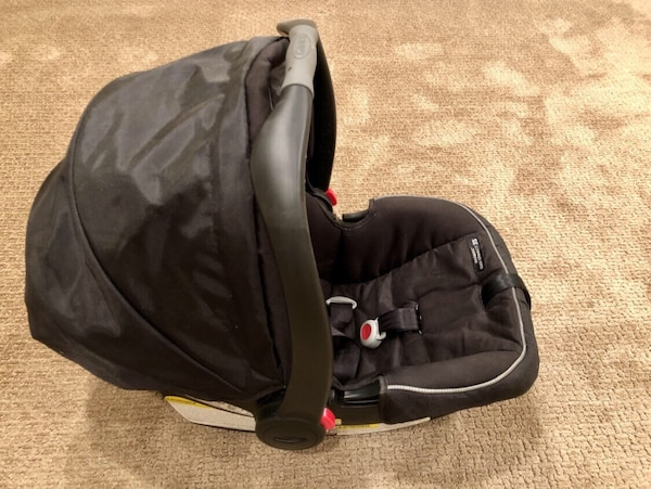 Used Graco Snugride Click Connect 35 Infant Car Seat W Base Gender Neutral Machine Washable Seat Cushion For Sale In Cincinnati Letgo