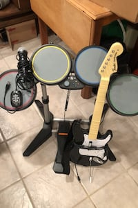 Rock band set with 2 games