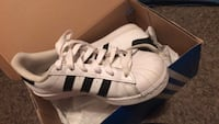 Pair of white adidas low-top sneakers Mobile, 36609