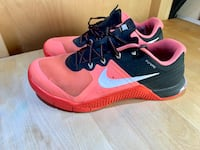 Nike Metcon 2 Woman's Size 8.5 (fits small) Coral Vancouver, V5M