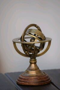 Yantiq brass and wooden table decor