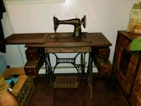 Vtg singer treadle sewing machine with cabinet East Greenville, 18041