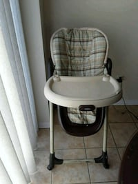 baby's white and black Graco high chair Pickering, L1X 0A1