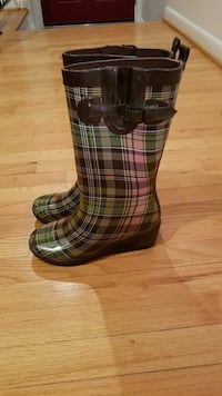pair of brown-and-green plaid boots