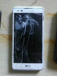 white and black android smartphone 470 mi