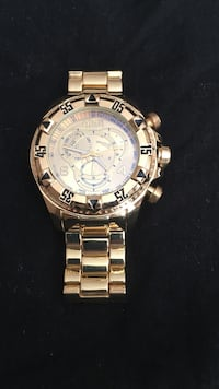 round silver chronograph watch with link band Bridgeport, 06608