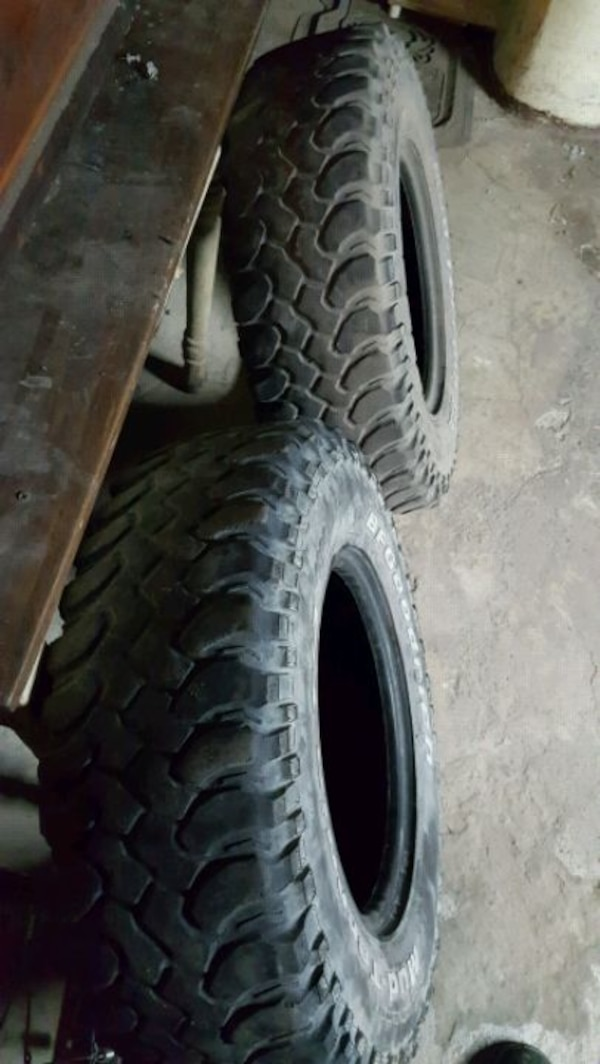 $40 For 2 tires  de003686-3028-465c-aae3-23b73d549aa8