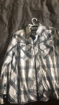 white and grey plaid collared button up long sleeve shirt Vernon, V1T 6W8