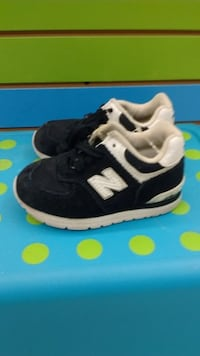 (218A) Boy's Sneakers NEW BALANCE Size 9
