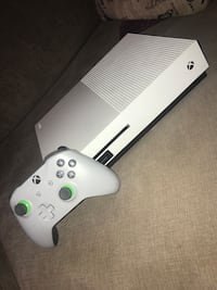Xbox 1 *Game system + controller*