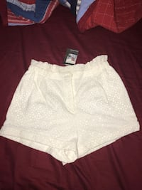 BNWT Women's Shorts Urban Outfitters Size Small Toronto