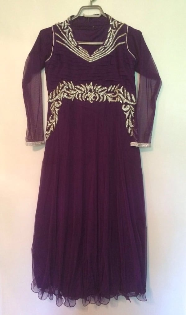 Party wear indian dress for girls - very good condition 234b4038-33ef-41d9-8f76-0273797fa486