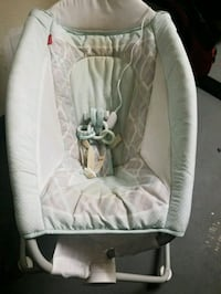 baby's white and gray bouncer Bakersfield, 93309
