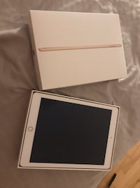 Silver ipad with box Windsor Junction, B2T 1A4