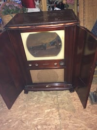 Vintage 1950's RCA Victor Console Tv which could be used for flat screen tv or fish tank enclosure  Catonsville, 21228