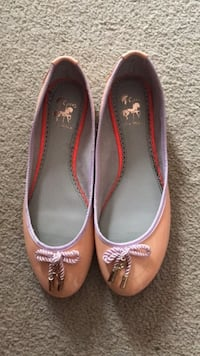Almost new flats size 7 London, N5Y 4V4