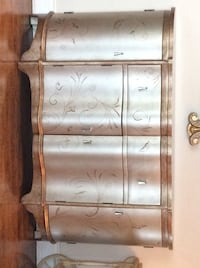 Gorgeous hand painted entryway/ side board Milton, L9E