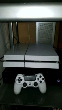 PS4 console with one controller and 4 games  Brampton, L6P 2L3