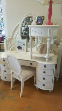Vanity chair and mirror , 1 side table and queen  Davenport, 33896
