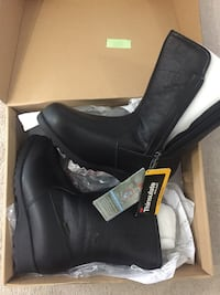 pair of black Thinsulate leather side-zip boots with box Brampton, L6Y 5M6