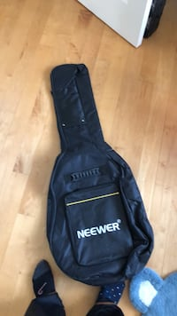 Soft guitar case bag like new. Laval, H7T 1C8