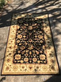 Beautiful 4 x 6 rug