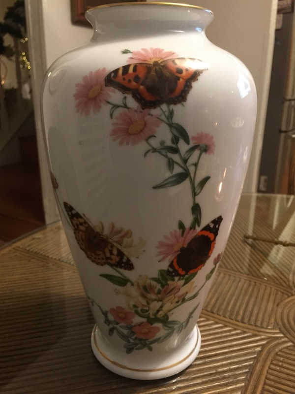Used Franklin Porcelain Country Garden Butterfly Vase John