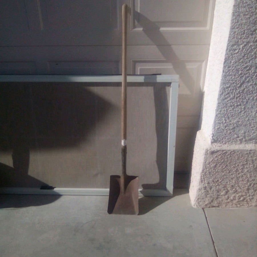 Heavy Duty Square Shovel with Durable Wood pole