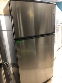 """Brand New 33"""" Kenmore Top and Bottom Refrigerator (Scratch and Dent) Elkridge, 21075"""