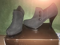 Pair of women's gray-and-black high heeled shoes -  Size 6.5 Elmira, 14905