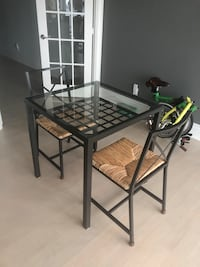 glass top metal dining table for 2 and 2 chairs   토론토, M8V 3X6