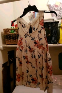 Tank top floral size large  Boonsboro, 21713