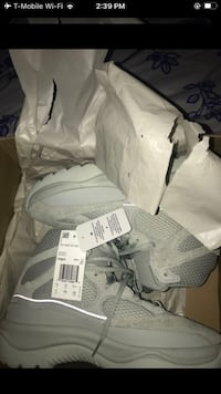 Yeezy desert boots size 8 Portsmouth, 23704