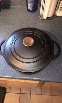 Crofton Dutch oven. Cast iron Alexandria, 22310