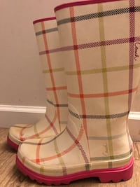 Rain boots size 7 Richmond, V7E 2T9
