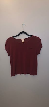 X large somewhat form fitting T-shirt