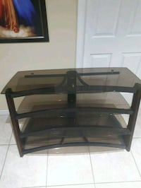 TV Stand in good condition  Brampton, L7A 2E8
