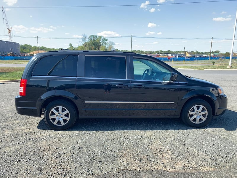 Chrysler - Town and Country - 2011 2fdfcd67-8934-410f-a118-a7da105f1488